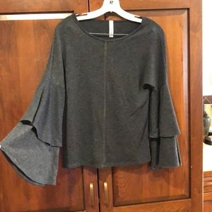 Jolie LA gray long bell sleeve top shirt medium